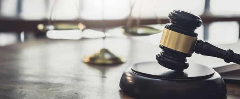 חקירה באזהרה ומסירת עדות